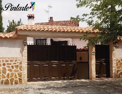 Terminación y acabado de pintura aplicada sobre puertas en Olías del Rey (Toledo)