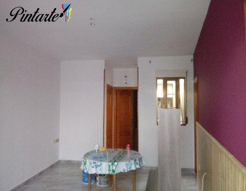 Salón pintado y decorado el cabecero distinto color en Toledo
