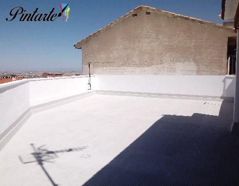 Terraza impermeabilizada con caucho color cemento sobre maya en Bargas (Toledo)