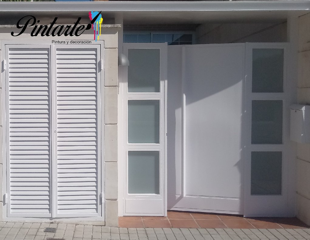 Puertas descapadas y tiradas a pistola con titanlak blanco satinado en la Urb. La Palma, Bargas (Toledo) por Pintura y Decoración Pintarte