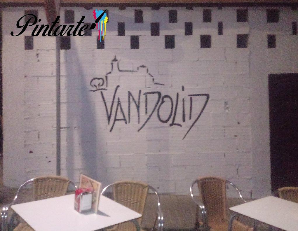 Fachada pintada en el Bar Vandolid en Bargas (Toledo)