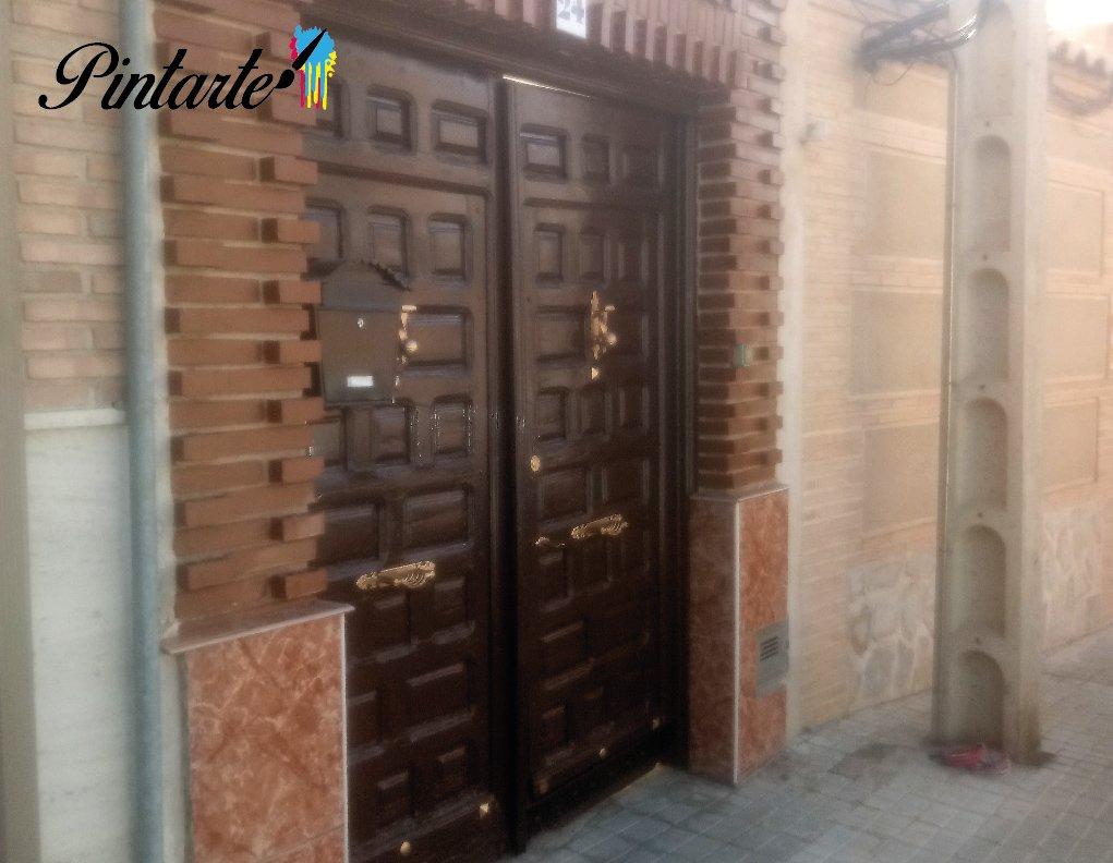 Puerta pintada con pintura esmalte en Bargas (Toledo)